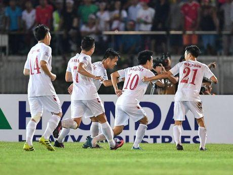 Doi tuyen Viet Nam thang tien manh me tren bang xep hang FIFA - Anh 1