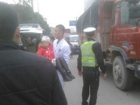Trung Quoc: Lai cuong sat tai truong tieu hoc, 7 hoc sinh bi thuong - Anh 1
