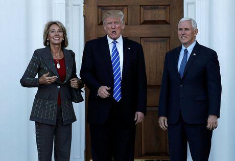 Dan lanh dao thieu kinh nghiem nhat lich su thoi Trump - Anh 1