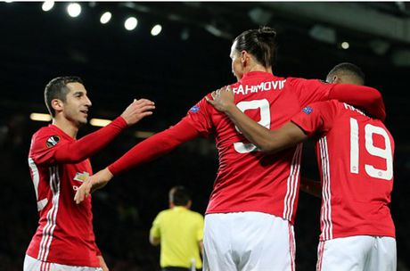 Rooney 'no sung' mo man cho dai tiec ban thang tai Old Trafford - Anh 10