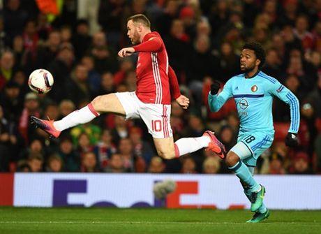 Rooney 'no sung' mo man cho dai tiec ban thang tai Old Trafford - Anh 2