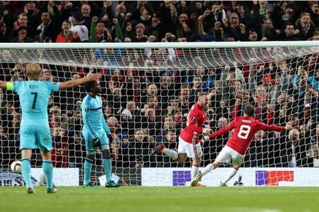 Rooney 'no sung' mo man cho dai tiec ban thang tai Old Trafford - Anh 3