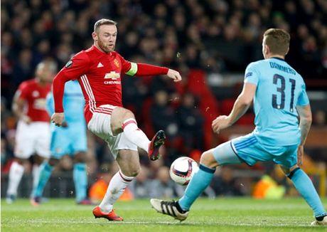 Rooney 'no sung' mo man cho dai tiec ban thang tai Old Trafford - Anh 5