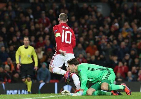 Rooney 'no sung' mo man cho dai tiec ban thang tai Old Trafford - Anh 7