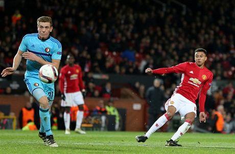 Rooney 'no sung' mo man cho dai tiec ban thang tai Old Trafford - Anh 8