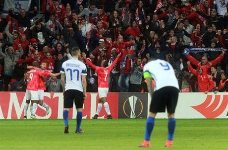 AS Roma dai thang, go chut the dien cho Serie A - Anh 2