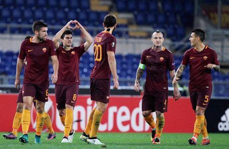 AS Roma dai thang, go chut the dien cho Serie A - Anh 4