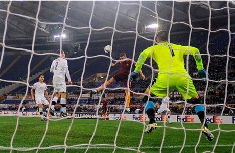 AS Roma dai thang, go chut the dien cho Serie A - Anh 9