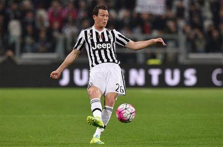 Juventus het gian, Lichtsteiner se duoc da Champions League - Anh 1