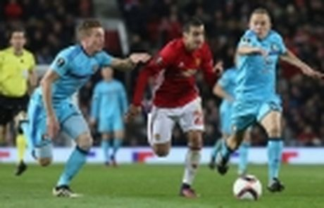 Diem tin chieu 25/11: Mourinho trao co hoi cho Mkhitaryan; Atletico tim nguoi thay Griezmann - Anh 2