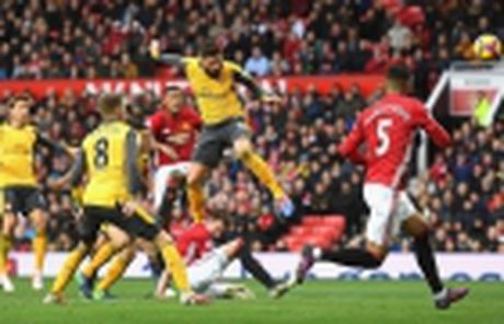 Diem tin toi 25/11: Ky luc cua Rooney bi phot lo, Bellerin sap tro lai, Gerrard la ke mach leo - Anh 5