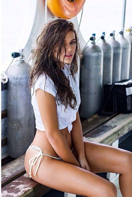 Bruna Marquezine tung bo anh ve bien trong tin don quay lai voi Neymar - Anh 5