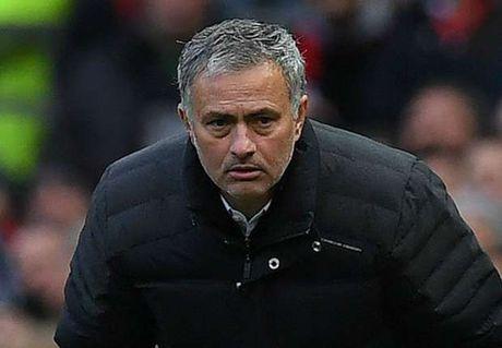 Mourinho duoc doi thu dua 'len may' - Anh 1
