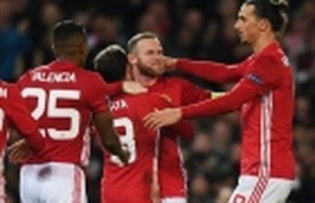 Mourinho duoc doi thu dua 'len may' - Anh 4