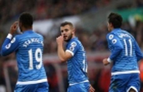 Mourinho duoc doi thu dua 'len may' - Anh 5