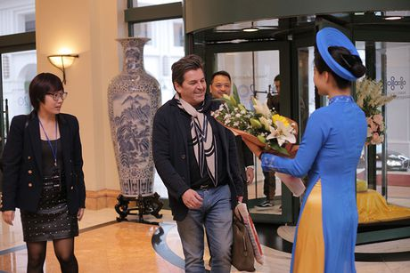 Thomas Anders cua Modern Talking duoc tang cuc hoa mi khi toi HN - Anh 8