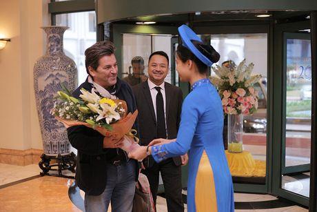 Thomas Anders cua Modern Talking duoc tang cuc hoa mi khi toi HN - Anh 9