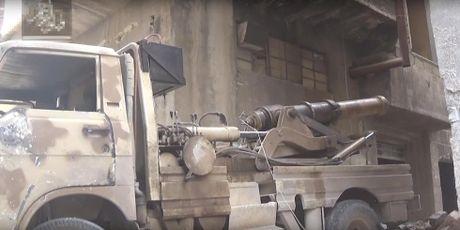 Hoang hon phao than cong...tu hanh cua phien quan Syria - Anh 1