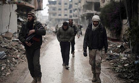 Phien quan Syria o dong Aleppo co ha vu khi dau hang? - Anh 1