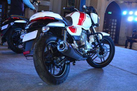 Xe moto con tay Bajaj V12 'chot gia' 17 trieu tai An Do - Anh 7