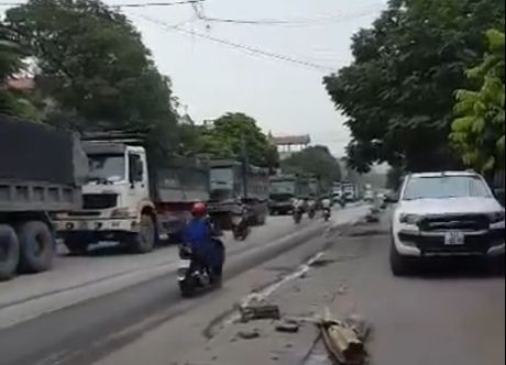 Quang Ninh kiem soat xe cho than sau khi dan goi duong day nong - Anh 1