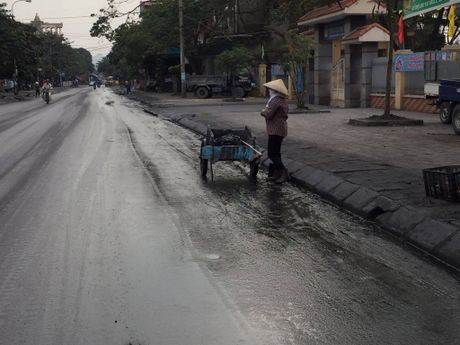 Quang Ninh kiem soat xe cho than sau khi dan goi duong day nong - Anh 6
