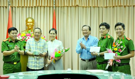 Bat doi tuong nguoi Trung Quoc trom hon 400 trieu dong tren may bay - Anh 1