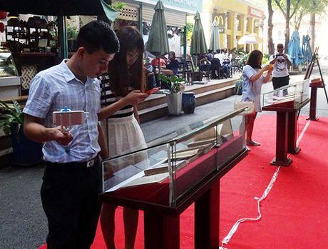 Trien lam nhung cuon sach dac biet tai Duong sach TP Ho Chi Minh - Anh 1