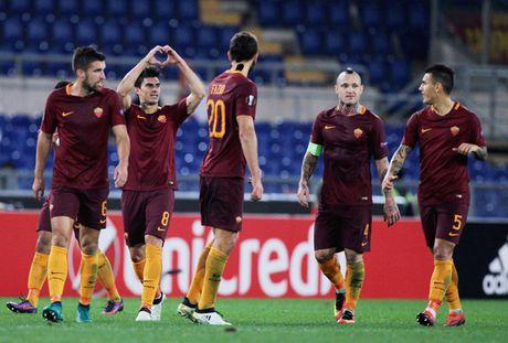 Man nhan voi pha ghi ban ngoan muc cua tien ve AS Roma o Europa League - Anh 1