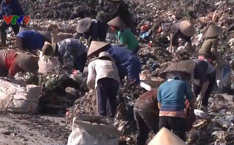 Ba Ria - Vung Tau: Nguoi dan nhoc nhan muu sinh tren bai rac - Anh 1