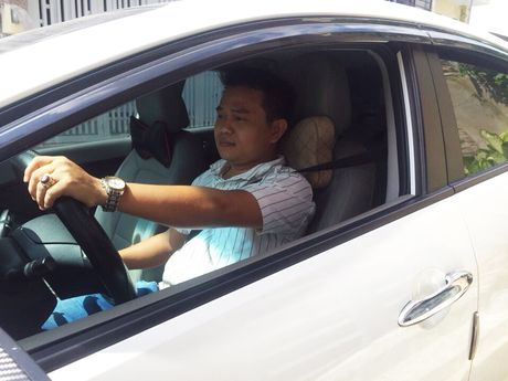 Bac tai Uber khong ngai kho dua hanh khach di cap cuu trong dem - Anh 3