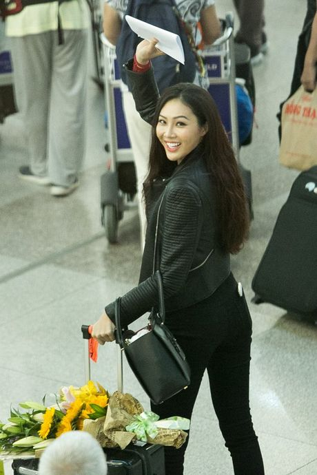 Sau loat on ao, Dieu Ngoc chinh thuc len duong tham du Miss World - Anh 3