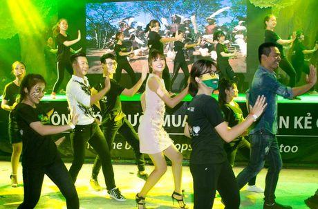 Duc Tuan, Pham Huong, Phan Anh cuong nhiet nhay Flashmob voi khan gia - Anh 7