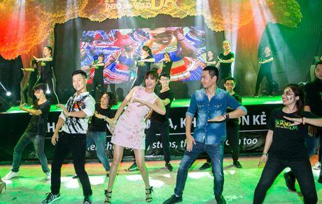 Duc Tuan, Pham Huong, Phan Anh cuong nhiet nhay Flashmob voi khan gia - Anh 9