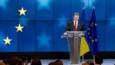 Ukraine phai 'tam gac lai' tham vong gia nhap EU - Anh 1
