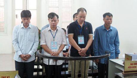Nguyen Pho Chu tich xa linh 14 nam tu vi nhan hoi lo - Anh 1