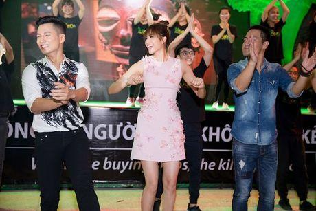 Bi om nang, Pham Huong van nhay tung bung cung Phan Anh, Duc Tuan - Anh 10