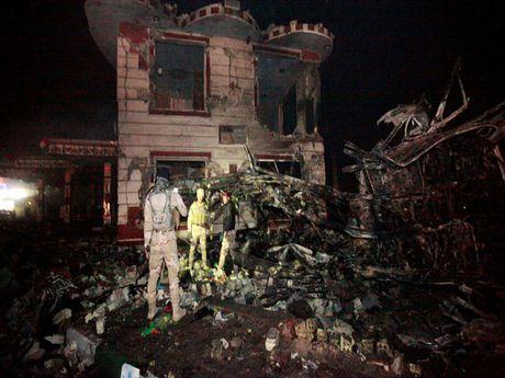 Iraq: Danh bom xe, 74 nguoi thiet mang - Anh 1