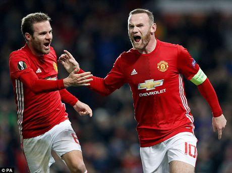 M.U thang lon, Rooney van buc xuc vi chuyen say xin - Anh 2