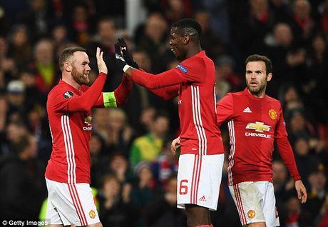 M.U thang lon, Rooney van buc xuc vi chuyen say xin - Anh 3
