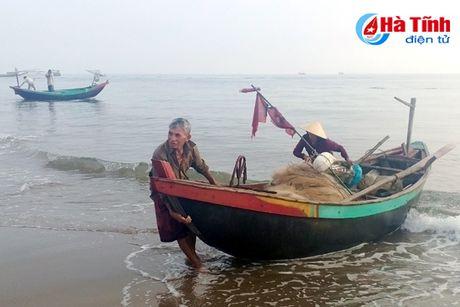Ngu dan Ha Tinh trung dam ca chao dau mua - Anh 1