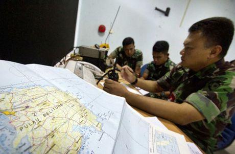 May bay quan su cho 5 nguoi mat tich o Indonesia - Anh 1