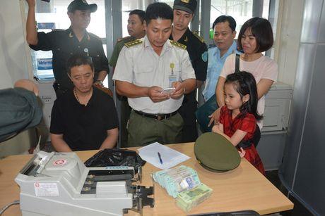 Bat hanh khach Trung Quoc trom hon 400 trieu dong tren may bay - Anh 1