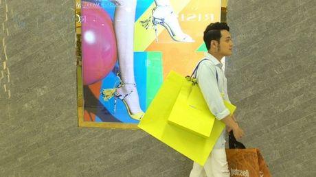 Quang vinh thua nhan minh la 'con ma shopping' - Anh 1