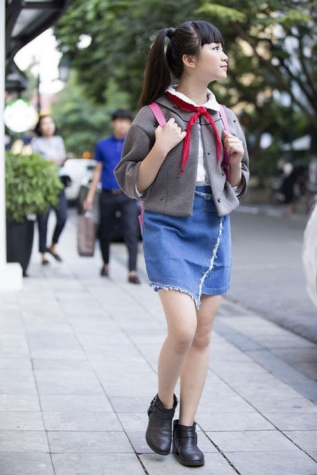 Kim Anh The Voice Kids xinh tuoi xuong pho don gio mua - Anh 2