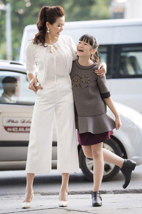 Kim Anh The Voice Kids xinh tuoi xuong pho don gio mua - Anh 5