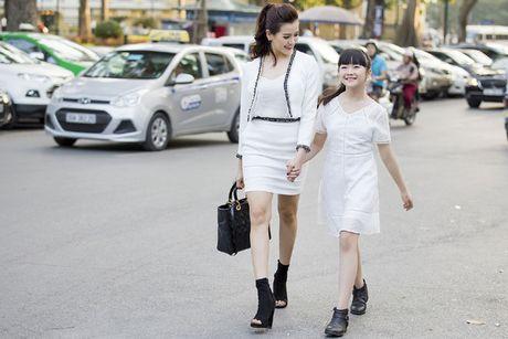 Kim Anh The Voice Kids xinh tuoi xuong pho don gio mua - Anh 6