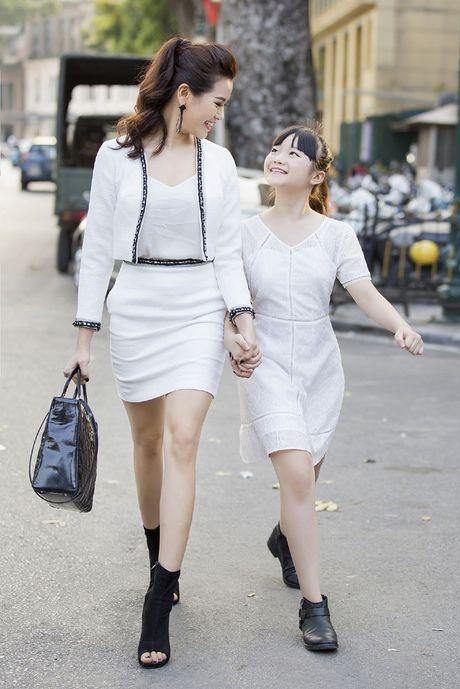 Kim Anh The Voice Kids xinh tuoi xuong pho don gio mua - Anh 7