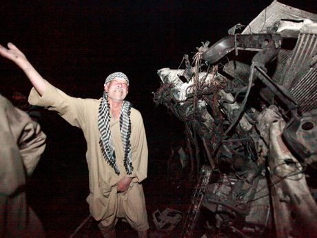 Iraq: Danh bom xe tai o cay xang, it nhat 100 nguoi chet - Anh 1
