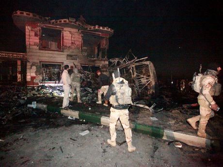Iraq: Danh bom xe tai o cay xang, it nhat 100 nguoi chet - Anh 2